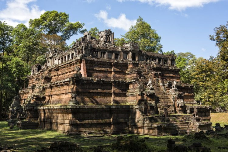 Phimeanakas Temple_10 Amazing Siem Reap Temples You Should Visit