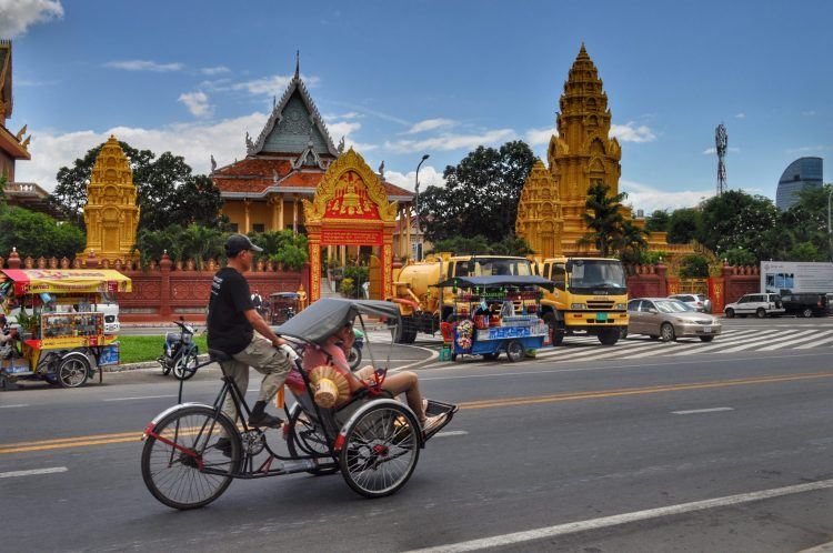 Bike tour around the Royal Palace_How to Spend a Day in Phnom Penh