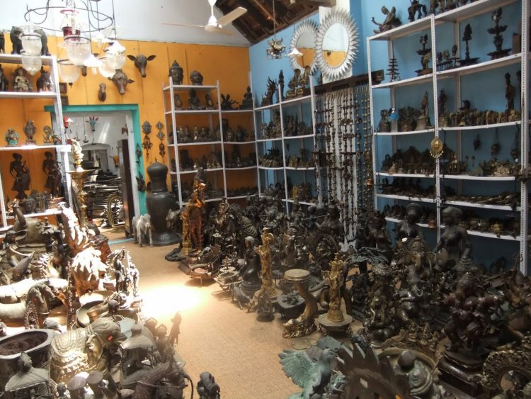 Collect artifacts from Jew town - Do in Kochi