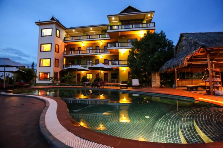 Two Moons Hotel - Where to stay in Kompot