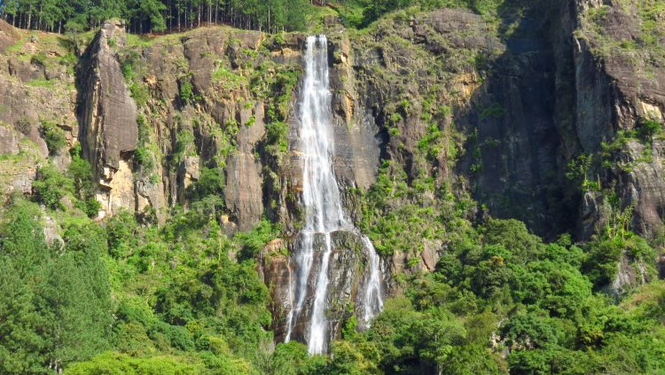 Bambarakanda Waterfalls - Places to Visit in Sri Lanka