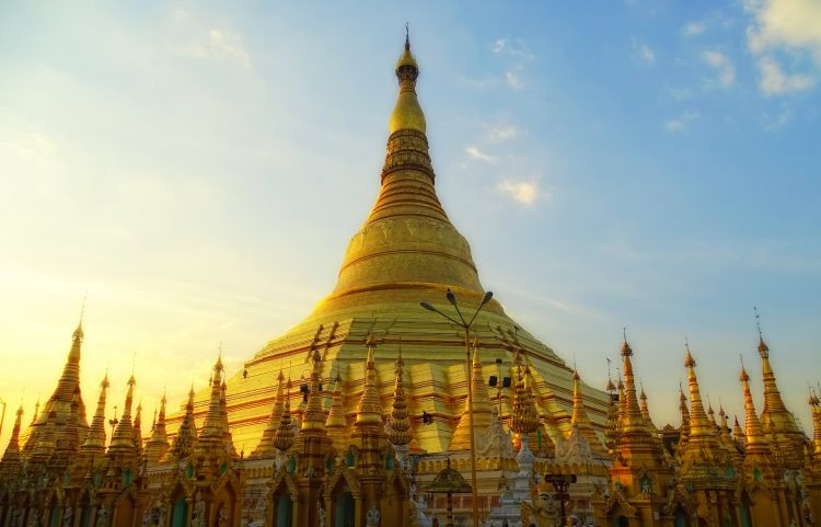 Take a Tour of the Gilded Schwedagon Pagoda