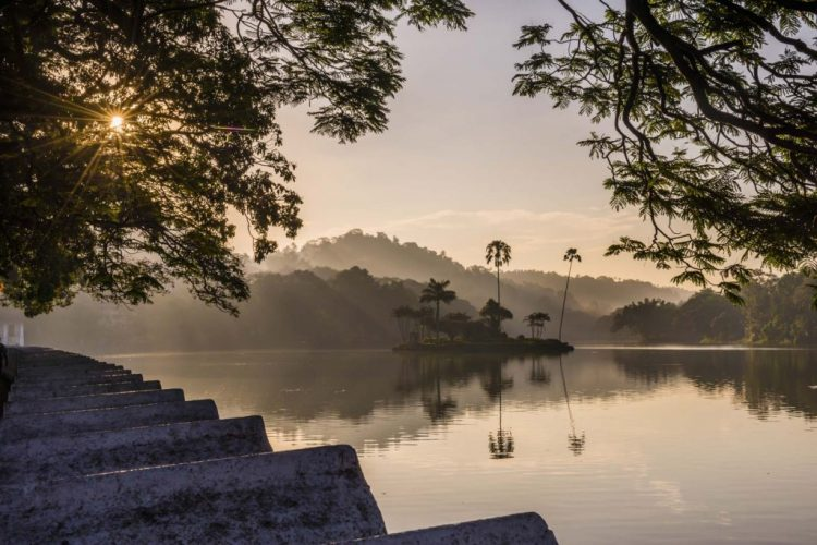 Witness the sunrise in Kandy Lake