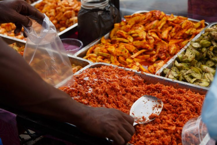 Enrich your cuisine and taste buds by exploring the street foods of Colombo