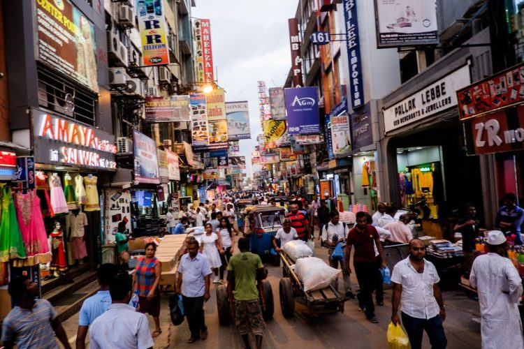 Walk in the busy streets of Colombo