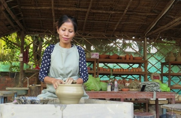 Paruth Will Teach You Pottery | Angkor Pottery Center