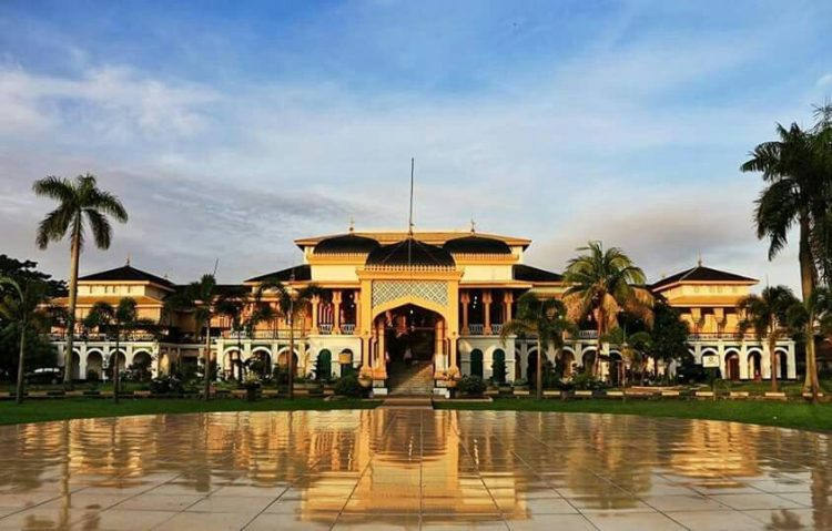 Acquire Historical Clothing at Istana Maimun | 9 Best Things to Do in Medan