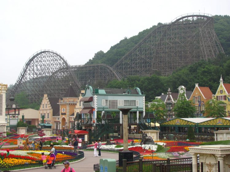 rollercoaster is at Everland